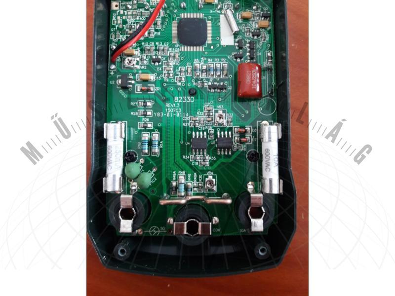 Peakmeter PM8233A gazdaságos digitális multiméter VALÓS CATIII 600V besorolással